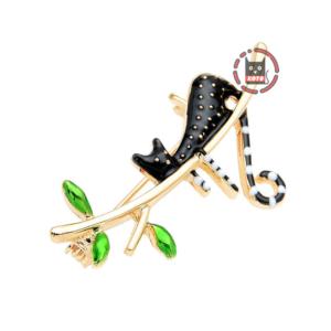 Брошка Чорне кошеня на гілці