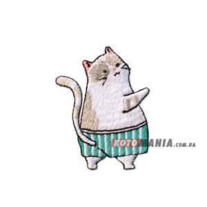 """Нашивка на одежду """"Кот в полосатых шортах"""""""