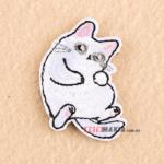 Нашивка патч Білий кіт лапки догори