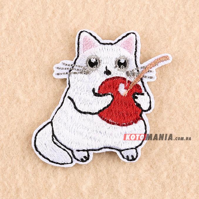 Термонашивка патч Білий кіт із вишенькою